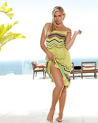 Lena Sunshine flaunts her killer curves in a sexy summer wear.